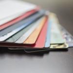 Czy jest sens posiadać kilka kart płatniczych?